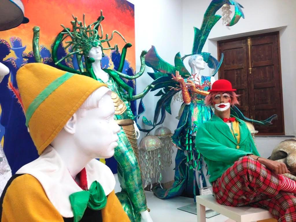 Parte de la esencia del carnaval isleño en apenas cien metros cuadrados
