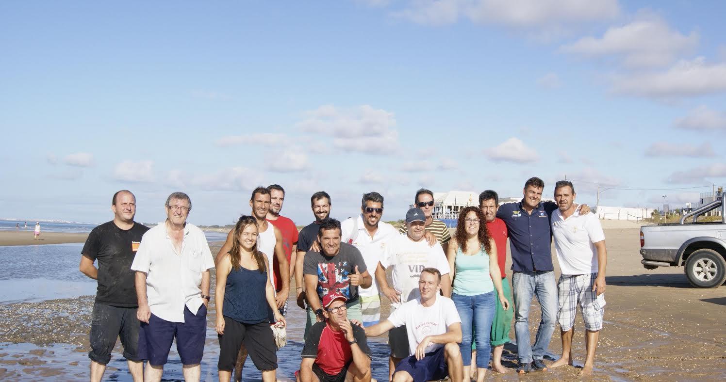 El Ayuntamiento de Isla Cristina retira las piedras aparecidas en un tramo de la Playa de Urbasur