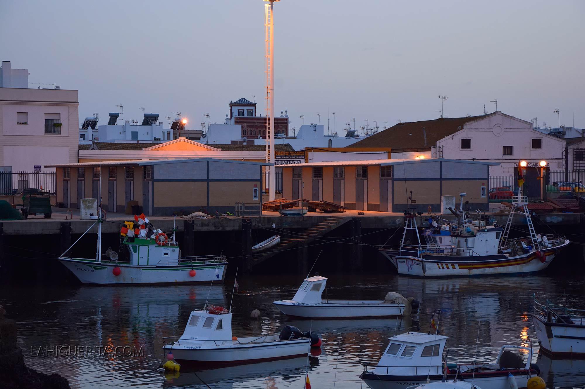 La Junta adjudica la atención a los centros de control de 14 puertos autonómicos