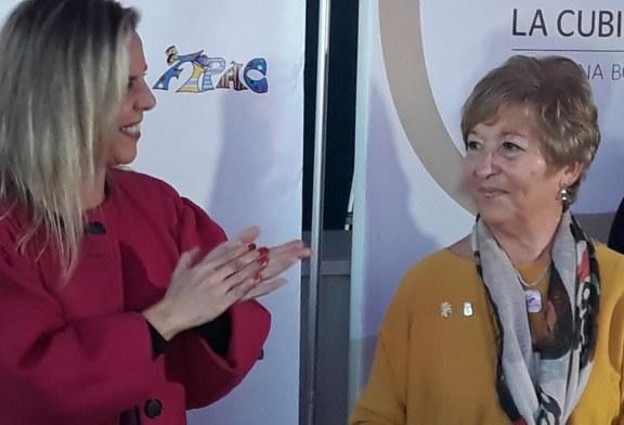 Entrega del galardón Manuel Fragoso 'El Patitas' del Carnaval de Isla Cristina 2018 a Juani Morgado Cabello
