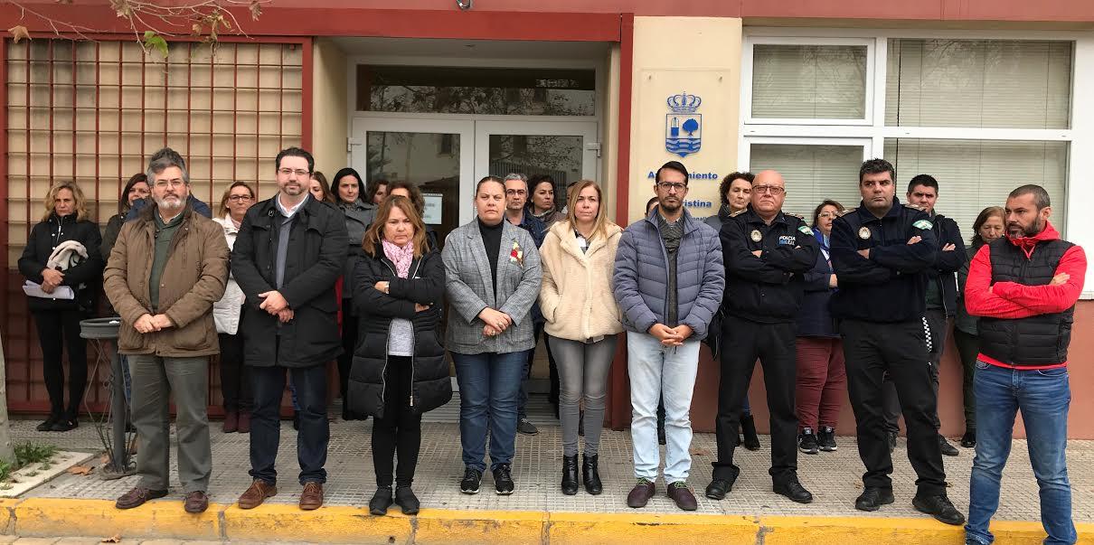 Minuto de silencio en Isla Cristina en memoria de Laura Luelmo