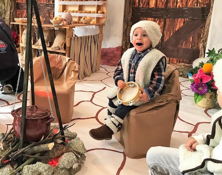 Inaugurado un belén viviente en Isla Cristina con niños de cero a tres años