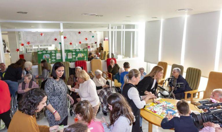 Los Niños y mayores de Isla Cristina pasan la tarde juntos