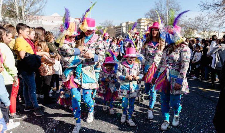 Unos 1.500 niños desfilan en la Cabalgata Infantil de Isla Cristina