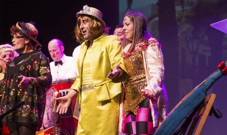 El poeta carnavalero isleño Juan Venegas recibe el máximo galardón del carnaval