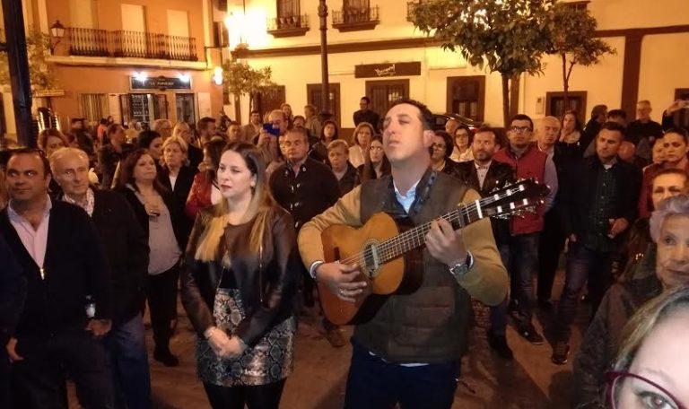 Marce González y Beatríz Morón, cantan la Salve en Isla Cristina