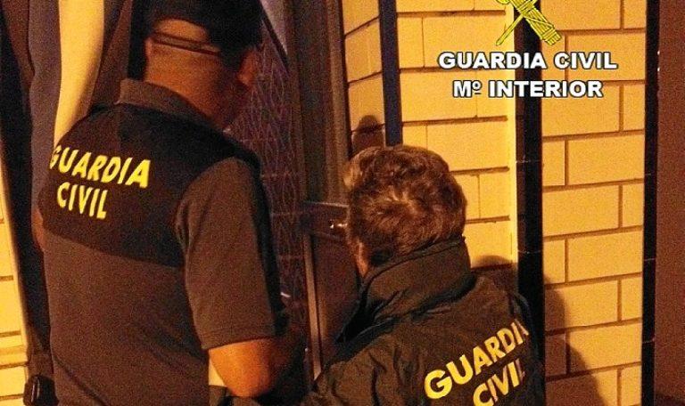 Una Cuidadora nocturna roba a una anciana en Isla Cristina unos 8.000 euros