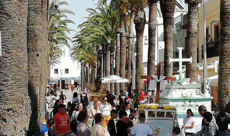 El tradicional Desfile de las Cruces de Mayo vuelva a recorrer las calles isleñas