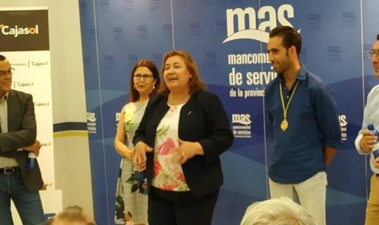 Giahsa y Cajasol entregan 35.000 botellas de agua a las hermandades del Rocío
