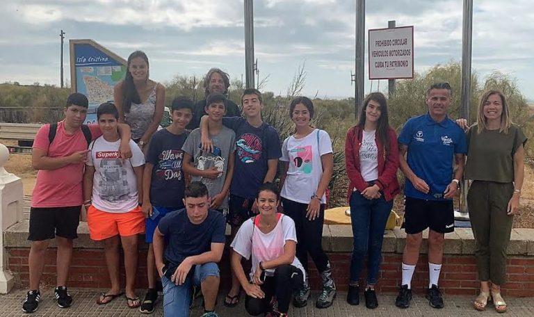 Isla Cristina conmemora el Día Mundial sin Adicciones con senderismo para adolescentes