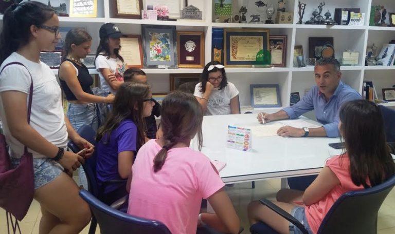 El alcalde isleño recibe al Consejo Local de Infancia y Adolescencia