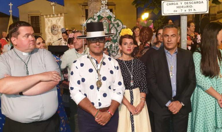 El ayuntamiento de Isla Cristina ofrenda flores a la Patrona de La Redondela